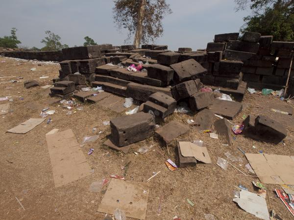 とても汚い世界遺産ワット・プー (Wat Phou)。