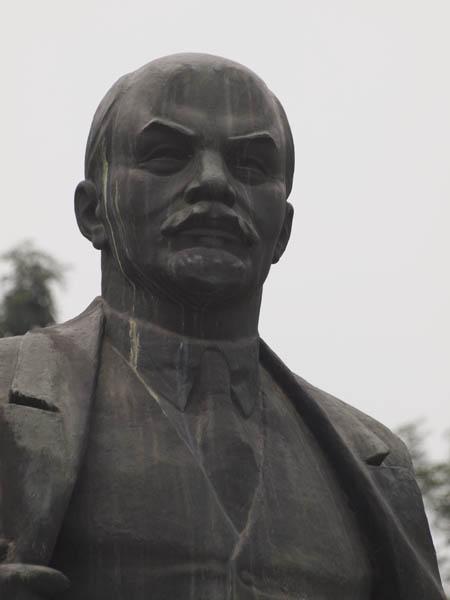 スターリンの像。北ベトナムでは、人気者なんですかね。