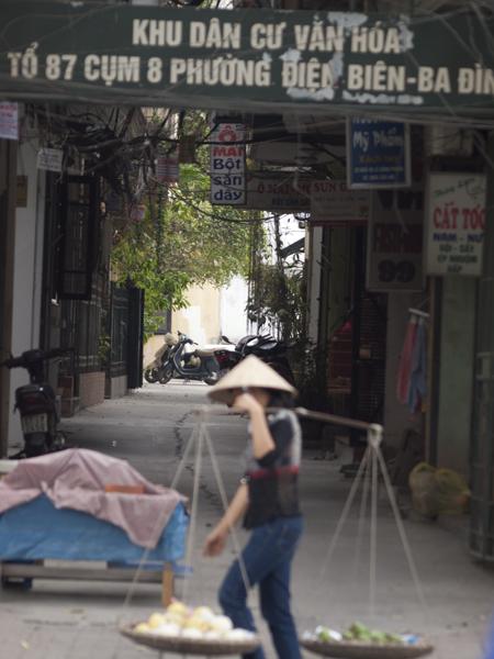 ベトナムは、この天秤売りと、三角帽子のノンラーがウリです。