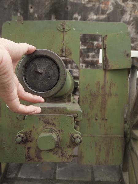 これは迫撃砲というのだろうか、よくわかりませんが、75ミリ砲です。