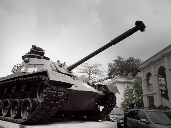 戦車。プラモデルは、戦車派でした。屋台シリーズも好きだったけど。戦車は、英語ではTank。