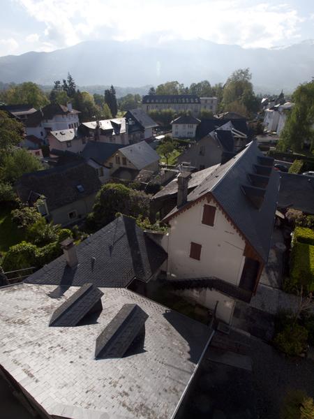ピレネー山脈の町。緑豊かで小綺麗。アジアとは全然違う惑星。