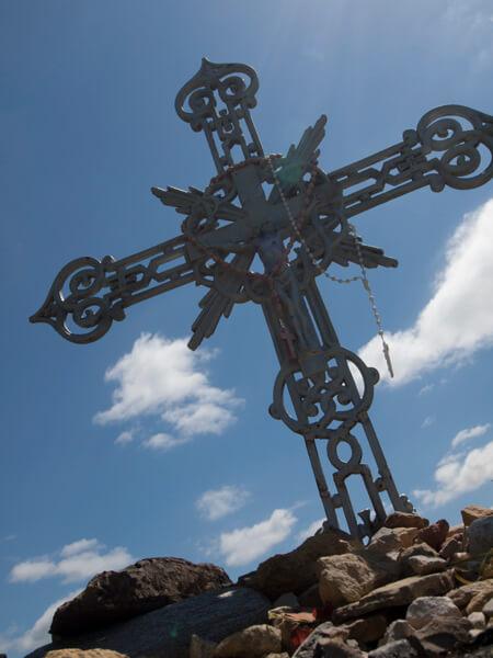 路傍の十字架。