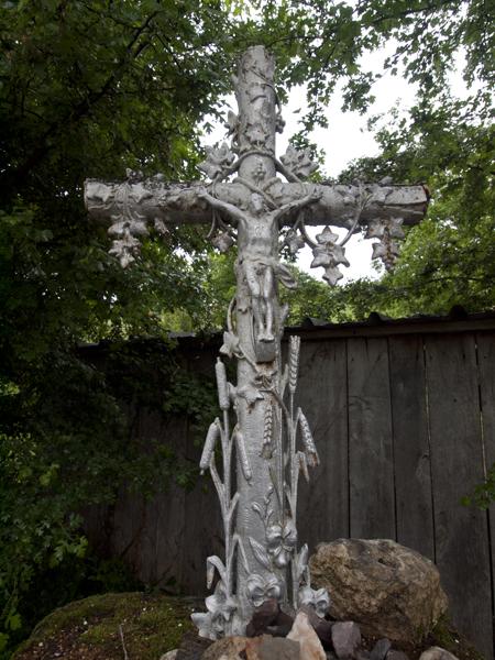 銀色の十字架は珍しいです。
