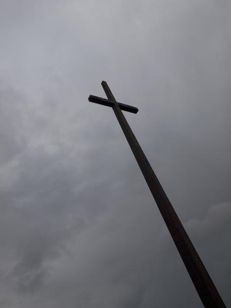 レジスタンスの碑。いままで見たなかで、一番背が高い。