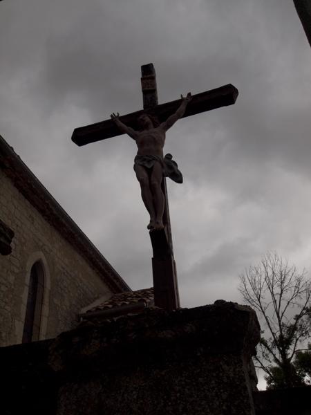 十字架を大きくふたつのタイプに分けると、四分の一くらいは磔のイエス型です。