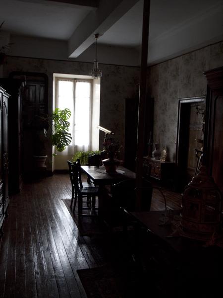 昨夜の宿のリビングらしき部屋。
