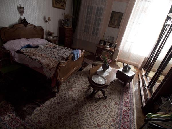ボクらの泊まった部屋。微妙に使いにくい小机が多い。