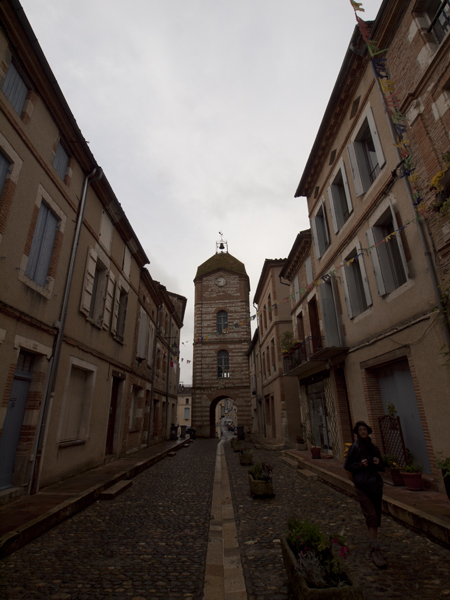 Auvillarの町。正面の棟が、素敵です。