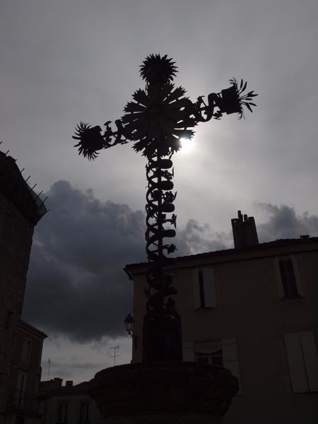 陽を隠す碑。