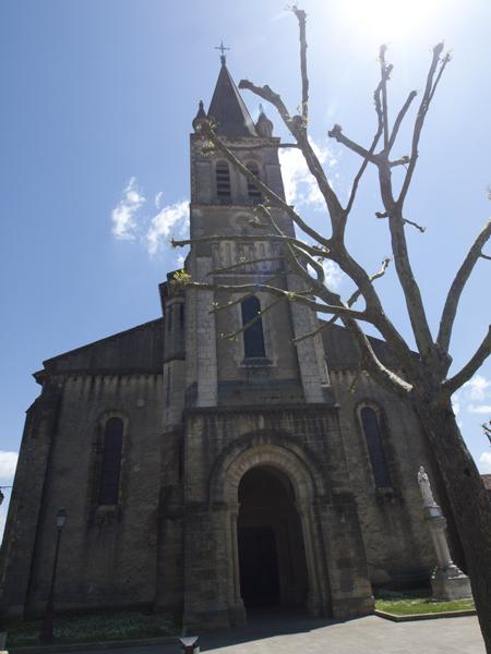 この教会の横で、昼飯を食べた。いい天気だった。幸せだった。トイレもあったし。