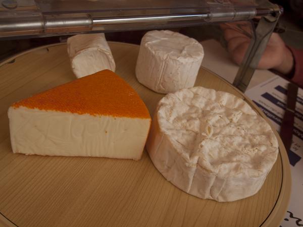 デザートのチーズ。好きなだけ食える。フランスの定食って、スゴいよね。これで12ユーロは、高いくない。むしろ安い。