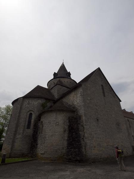 やや複雑な構造の小さな教会。建て増ししたんだろうか。