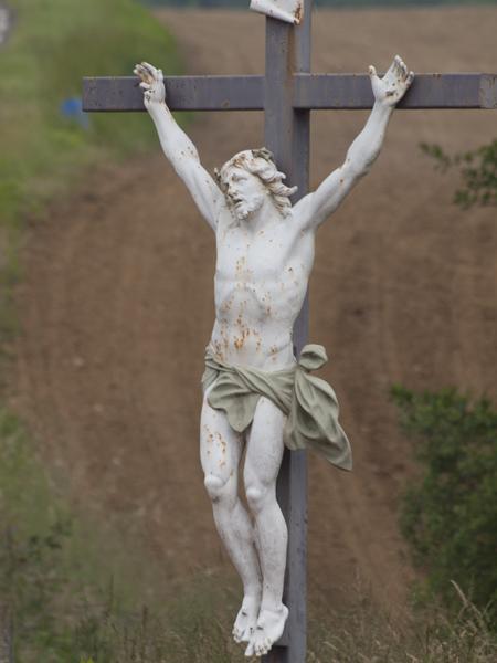 いつ見ても痛々しい。巡礼路は、十字架だらけ。
