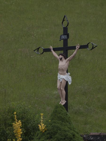 肌色のキリスト像は、生々しい。