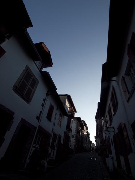 旧市街っていうのは、いいね。こういうところに住んでみたいもんだ。一年でいいから。