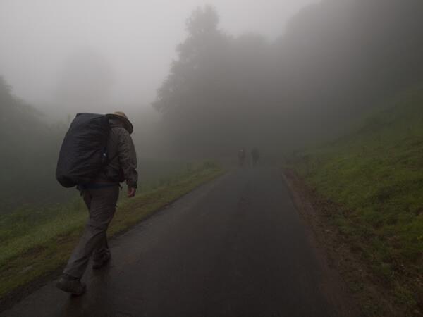 濃霧。お陰様で日の出を拝めず。