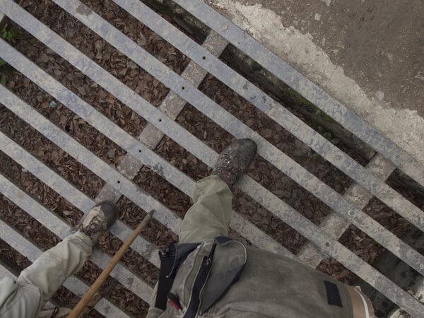 この鉄の橋が、本当の国境だろうか。