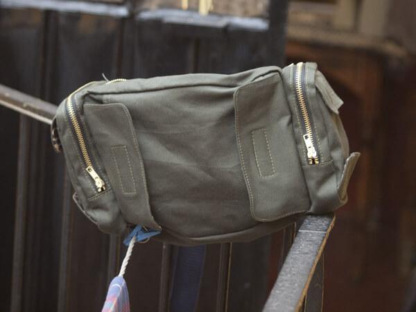 ずいぶん昔に買ったウェスバッグを真似たもの。これから改良を施す。