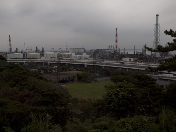 昔は東京湾直結の庭だったのに、埋め立てで海岸線が遠くなってしまった。