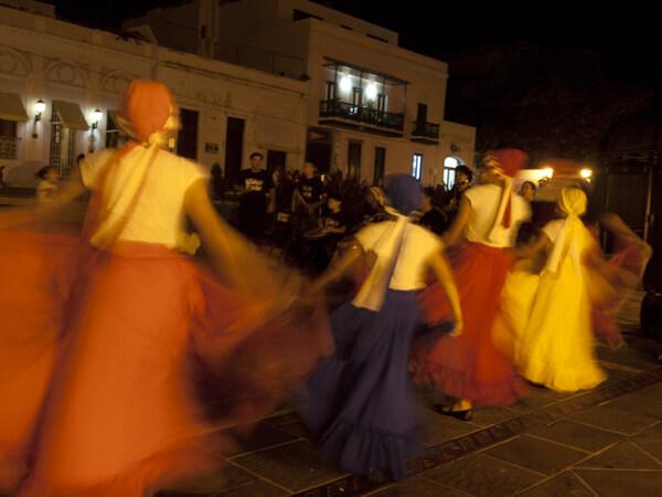 演奏と踊りのルーツは、アフリカです。