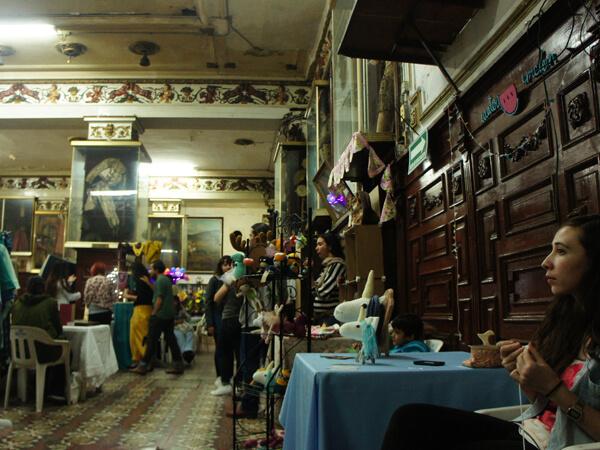 客入りは、そこそこ盛況。女性客が多く、紳士服は苦戦を強いられた。メキシコ観光は、週末のバザーが面白いです。