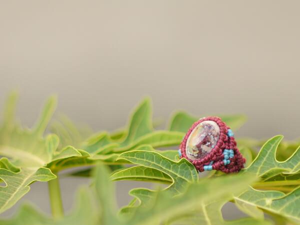 メキシカンオパールの指輪です。別名ファイアーオパール。あまり持っている人がいない。穴場です。