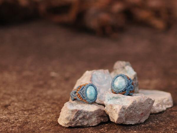 ラリマーは、世界三大ヒーリング石のひとつです。つまり、この指輪をしていると、急に宝くじが当たったり、恋人ができたりするのかもしれない可能性を秘めていなくもない、そんなこんなです。