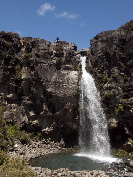 金持ちなら、庭に置けないこともない、手頃なサイズの滝です。