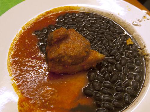 メインディッシュの豚肉と豆。上品な量だけど、満足してます。