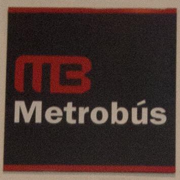 赤い文字がメトロブスのロゴマークです。空港内で、このマークが付いたカード発券機を探します。