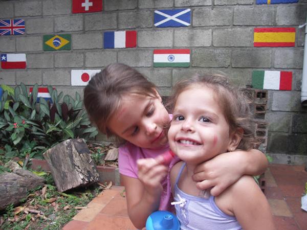 8年前のマヌエラとサロメ姉妹。