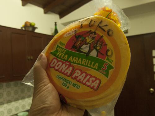 すり潰したトウモロコシから作る、コロンビアやベネズエラの伝統的な薄焼きパン(WIKIより)。焼いて食べる。