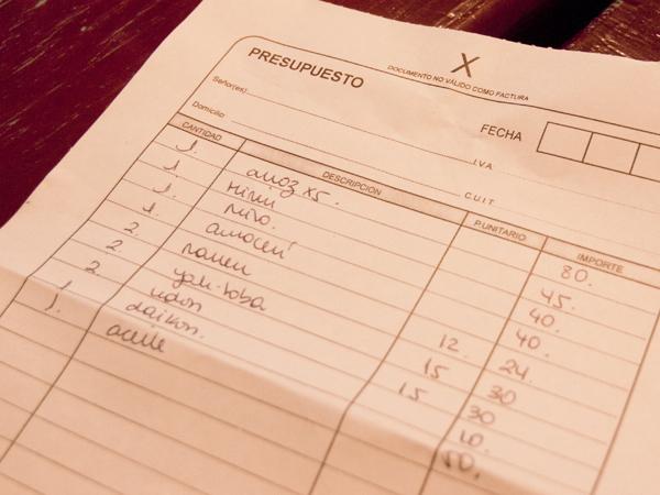 アルゼンチンの物価。 米五キロ80ペソ(1,000円)。 45ペソ(563円)。 味噌一キロ40ペソ(500円)。 大福餅六個40ペソ(500円)。 インスタントラーメン12ペソ(150円)。 インスタントや生そば15ペソ(187円)。 インスタントラーメンのうどん15ペソ(187円)。 大根10ペソ(125円)。 ごま油50ペソ(626円)。