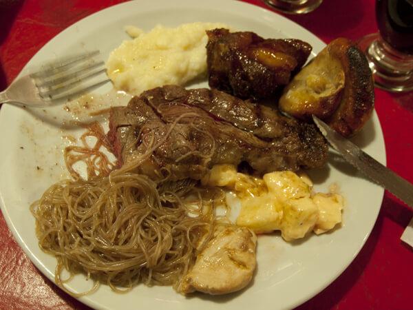 こんな感じの肉が、倒れるまで食えます。