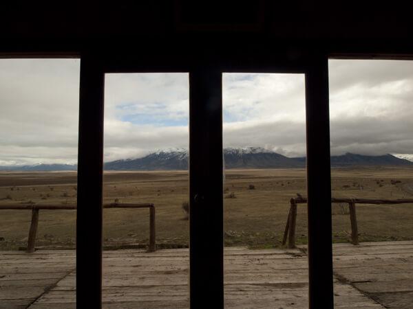 ガラス張りのカフェから。