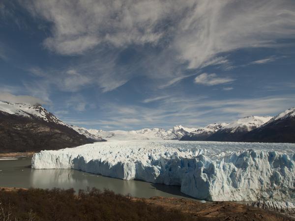 冬だからか、氷河がやたらと近い。