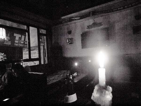 二年前もよく停電していたけれど、今晩も停電。