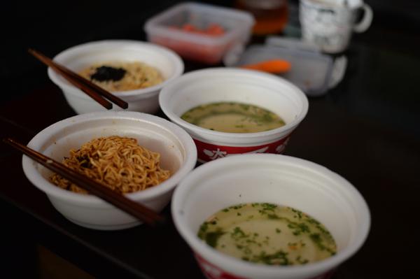 カップが二重になっていて、スープ付きでした。見た目と違ってさっぱりとした麺は、美味しかったです。 台湾はカップ麺といえども、美食です。