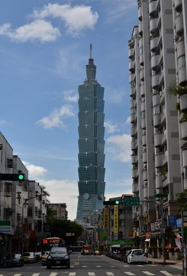 2004年から2007年まで世界一高かったビル台北101から、2キロ離れた町外れに住んでいます。