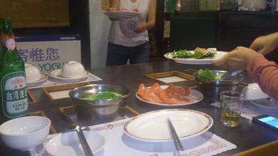 野菜と肉団子類は食べ放題。