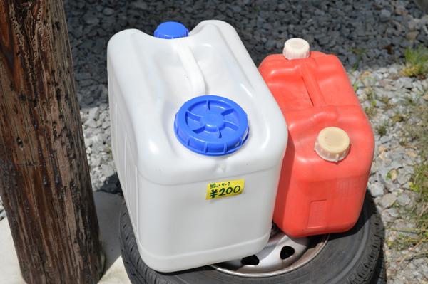 水タンクの蛇口は、タンクのキャップの裏に付属してました。 無駄な買い物に、ダメージが大きい。