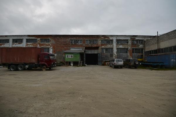 今宵の宿は、工場跡の廃墟。
