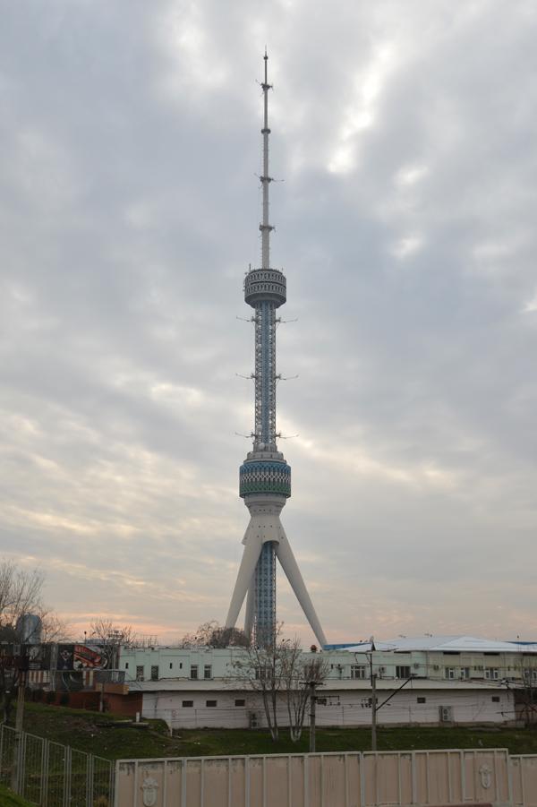 テレビ塔。入場料US$15を払えず。登れませんでした。