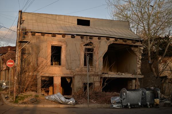 家を買っても、解体と撤去費用がかかりそうです。